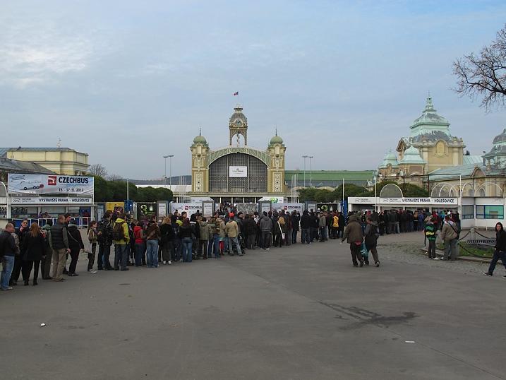 long queues at cannafest prague
